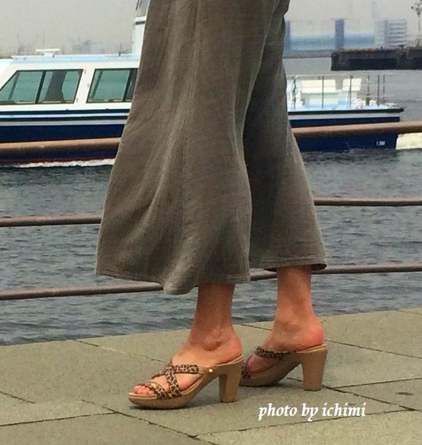 クロックス サイプラス 4.0 レオパード 9㎝ヒールを大足の私が履いてみた。疲れない秘密とは?