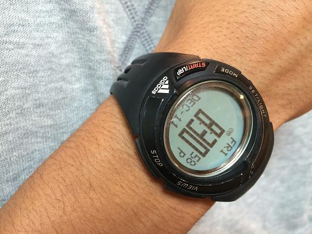 アディダスJリーグオフィシャルのサッカー審判用腕時計を修理する方法