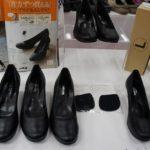 左右足の大きさが違う悩みを解消!0.25センチ刻みで片足ずつ買える靴