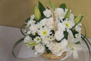 お悔みの花を手配して気づいた、供花を贈るタイミングとマナー