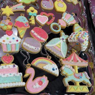 人気のアイシングが体験できる《ホイップるにじいろデコクッキーセット》