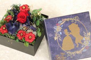「美女と野獣」大好き女子の彼氏さん!これをクリスマスプレゼントに贈るのです。優しいメロディーが流れるフラワーアレンジメントギフト